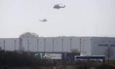 Uma pessoa é feita refém em cidade francesa; suspeitos de ataque em Paris são avistados