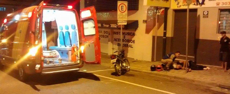 Suposta ultrapassagem irregular deixa motociclista ferido em Araucária