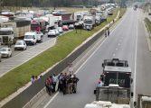 Rodovias do Paraná têm 17 pontos bloqueados por caminhoneiros