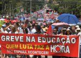 Protesto dos servidores reúne 50 mil em marcha pelo Centro de Curitiba