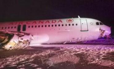 Avião sai da pista durante pouso e deixa 23 feridos no Canadá