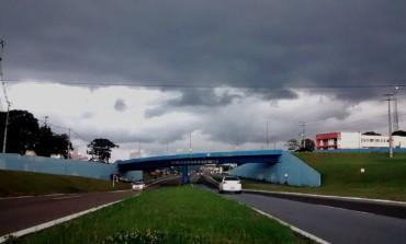Chuva com ventos de 60 km/h atingiram Araucária na tarde de segunda
