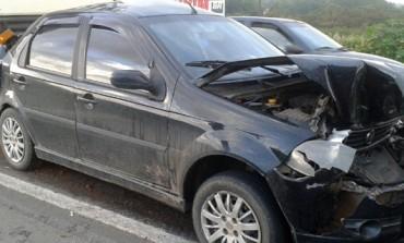 Desatenção no trânsito causa acidente entre três caminhões e um carro em Araucária