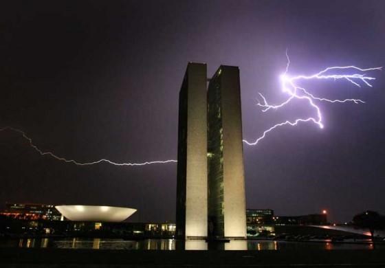 Queda de raio em Brasília fere 31 militares da Guarda Presidencial