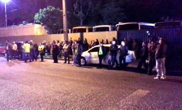 Protesto de motoristas e cobradores em Araucária deixa linhas de ônibus com 1 hora de atraso