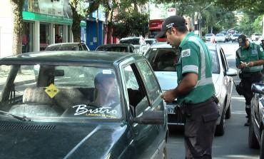 Agentes de Trânsito realizam blitz e autuam motoristas no centro de Araucária