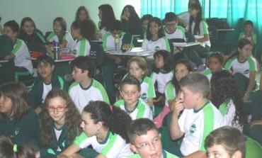 Equipe de trânsito da SMUR realiza palestra de orientação em escolas e empresas