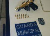 Guarda Municipal apreende arma banhada a ouro