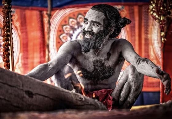 Tribo indiana se alimenta de carne humana e urina