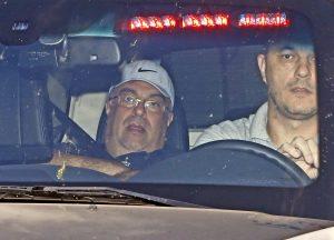 Ex-deputado André Vargas chegando na sede da Policia Federal em Curitiba, detido pela Operação Lava-jato.