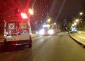 """Jovem fica gravemente ferido ao cair de ônibus em que """"surfava"""""""