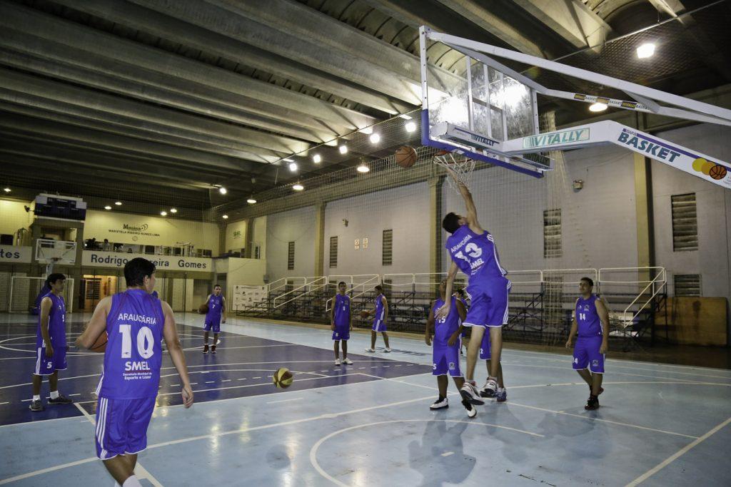 1-Equipe-de-basquete-masculina-sub17-de-AraucáriaFoto-Victor-Lovato