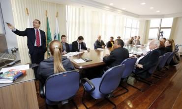 Prefeitura apresenta cenário financeiro ao sindicato dos funcionários