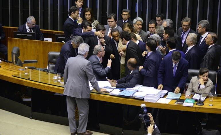 Plenário aprova fim da reeleição para presidente, governador e prefeito