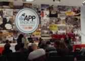 Professores decidem manter greve nas escolas estaduais; nova assembleia será dia 5 de maio