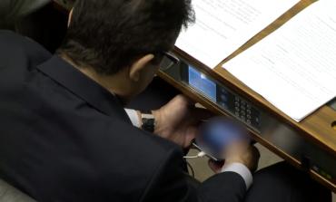 """""""Assisti, mas deletei"""", diz deputado que viu vídeo pornô no Plenário"""