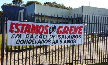 Servidores da Justiça aderem a greve em Araucária