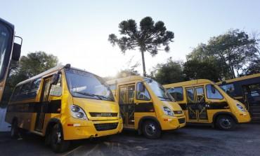 Araucária recebe novos micro-ônibus adquiridos para transporte escolar