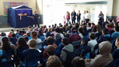 Foto de Alunos da João Sperandio assistem teatro sobre bullying e violência