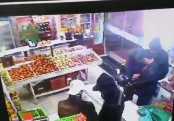 Câmeras de segurança flagram assalto em Araucária