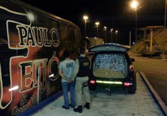 Ônibus de banda de música gaúcha é flagrado com 800 tabletes de maconha na BR-376