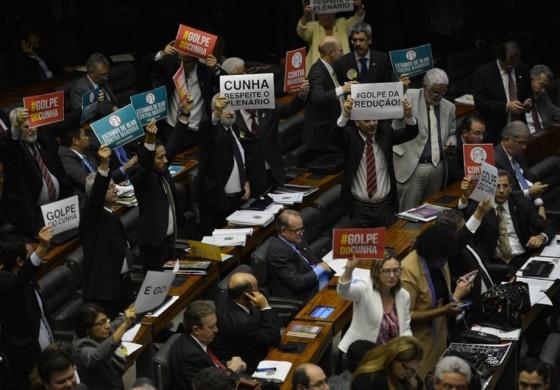 Após manobra de Cunha, redução da maioridade penal avança na Câmara