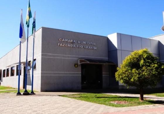 Prefeito veta reajuste de 90% em salários de vereadores em Fazenda Rio Grande