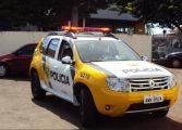 Policiais encontram mãe desesperada e salvam bebê asfixiado com leite; assista