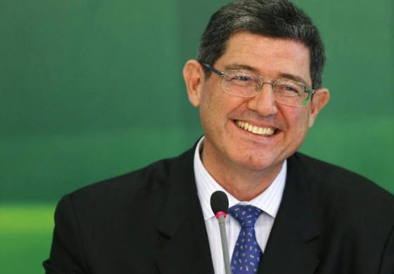 """Pagar um """"pouquinho mais de imposto"""" é investir na recuperação do país, diz Levy"""