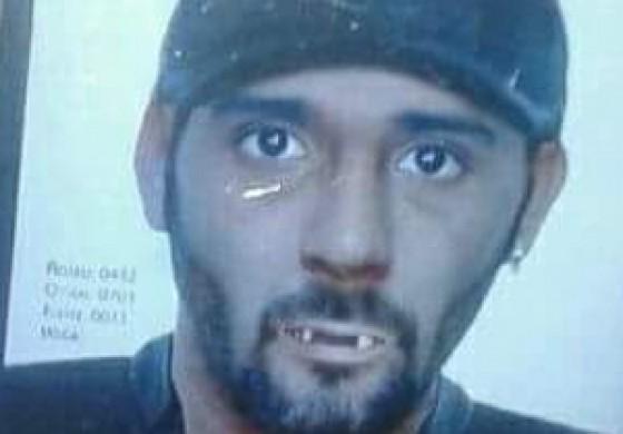 Maníaco banguela ataca e quase é preso ao confundir homem cabeludo com mulher
