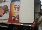 Traficantes usam caminhão da Friboi para transportar maconha em meio a carne congelada