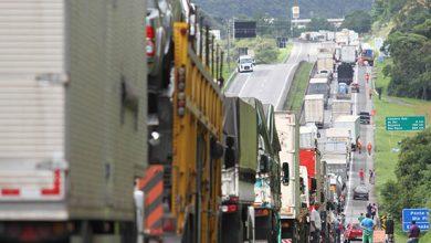 Foto de Em convocação pelo WhatsApp, caminhoneiros prometem parar o país