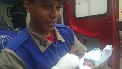 Foto de Prematuro, bebê tem pressa e bombeiros fazem parto dentro de ambulância