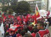 Manifestação pró PT acontece às 18h na Praça Santos Andrade; PM prepara esquema de segurança