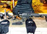 Policial é preso com carro roubado, armas e colete à prova de balas