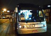 Assaltante leva choque de passageira em assalto dentro de ônibus e grita para polícia: 'Socorro'