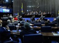 Sessão do impeachment terá debate e votação final deve acontecer na madrugada