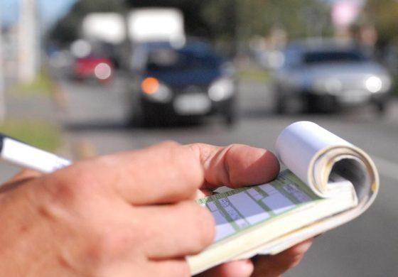 Aviso de multa de trânsito virá por e-mail ou celular e terá 40% de desconto no valor