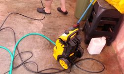 Jovem morre enquanto lavava calçada com máquina de alta pressão