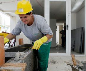 Mulheres ganham, em média, R$ 400 a menos que os homens no Paraná
