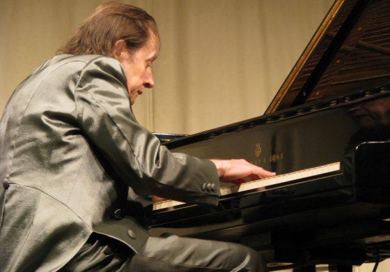 07 de abril: Concerto gratuito de piano em Araucária com Arthur Moreira Lima