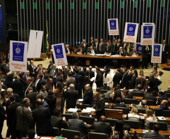 Câmara aprova Reforma Trabalhista. Veja como os deputados do Paraná votaram