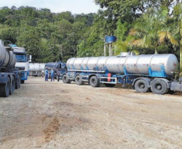Oleoduto que abastece Petrobras de Araucária é rompido em SC