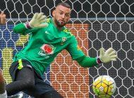 """""""Pouco falha e gera confiança"""", analisa Tite sobre o goleiro Weverton"""