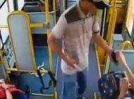 Vídeo mostra arrastão de bandidos contra passageiros de ônibus; assista