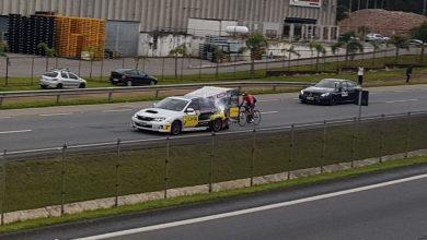 Foto de PRF fecha BR-277 e ciclista curitibano bate recorde mundial de velocidade; Veja o vídeo