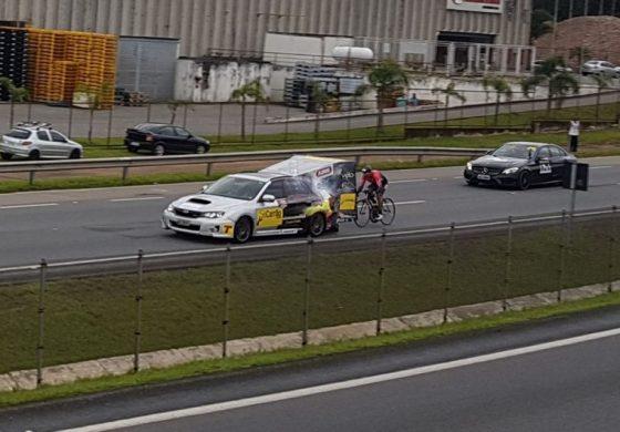 PRF fecha BR-277 e ciclista curitibano bate recorde mundial de velocidade; Veja o vídeo