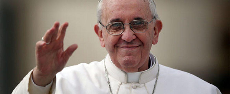 Papa completa 81 anos e recebe felicitações dos fiéis no Angelus
