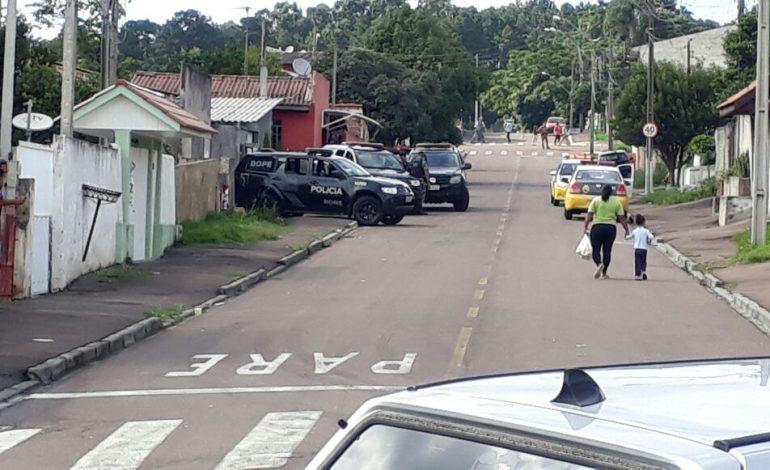 POLÍCIA ENTRA EM CONFRONTO COM ASSALTANTES E MATA DOIS HOMENS EM ARAUCÁRIA