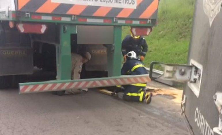 Motociclista que seguia para aniversário da filha morre após ficar prensado sob carreta em Araucária